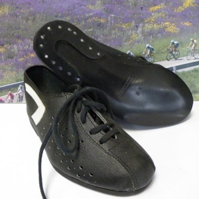 Children cycle shoes size 31 1970's